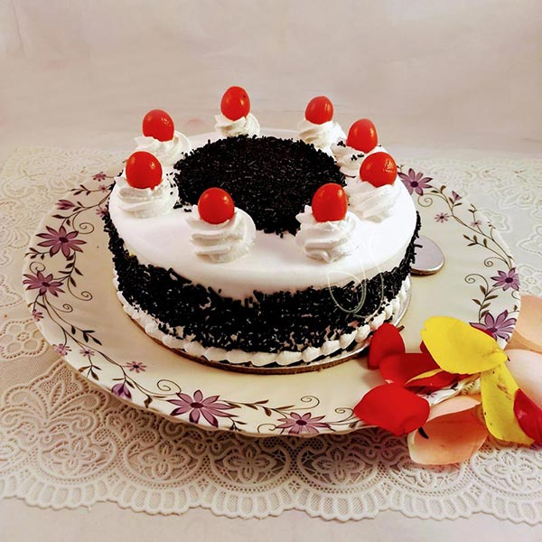Black Forest CakeFlowers Delivery in Jalahalli Bangalore