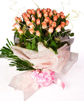 Bunch of 50 Pink Roses in Net TissueFlowers Delivery in Jalahalli Bangalore