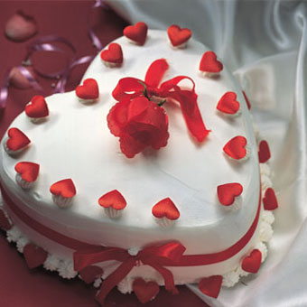 Heart Shape Vanilla CakeFlowers Delivery in Cubban Road Bangalore