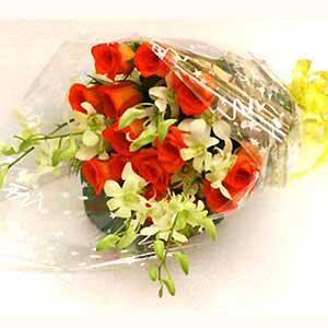 Bunch of 12 Roses and 4 Orchidssend-flower-Kamakshipalya