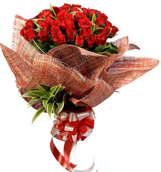 Bunch of 30 Red Roses Covered in Jute Packingsend-flower-avalahalli